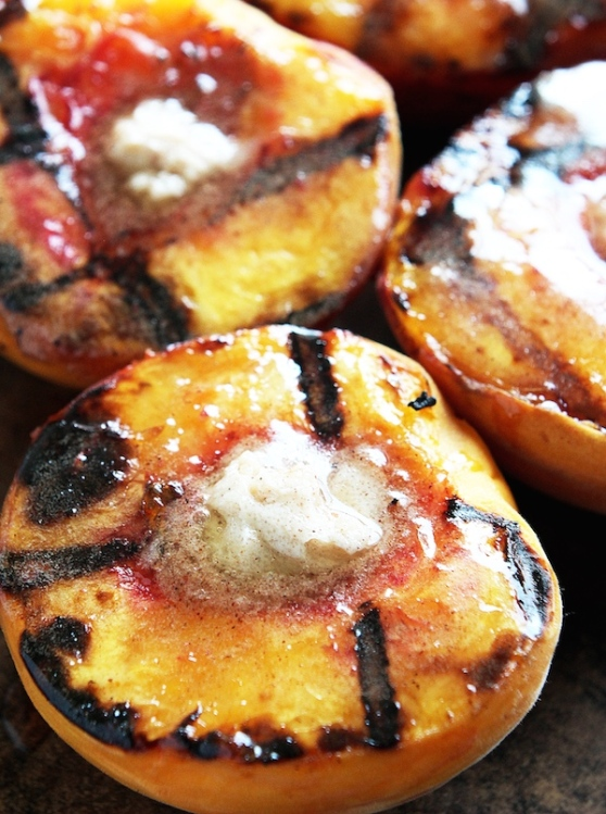 Cinnamon-Sugar-Grilled-Peaches-4