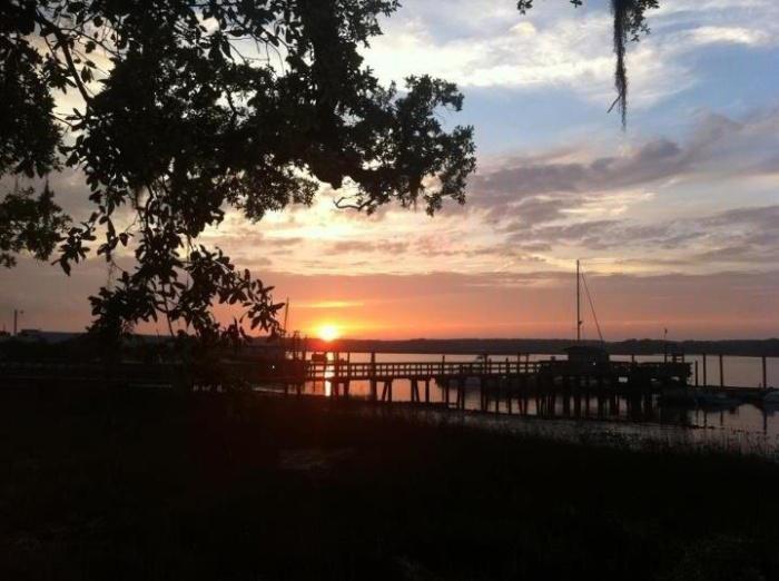 sunset-photo-at-skull-creek-boathouse